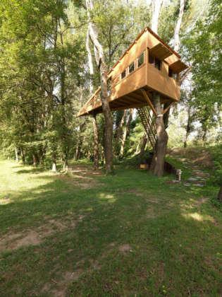 casa di legno sull'albero